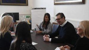 Vučićev marketinški trik je da je moć u rukama žena