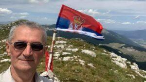 Vućićev poslanik Marić podigao srpsku zastavu na Dinari (FOTO)
