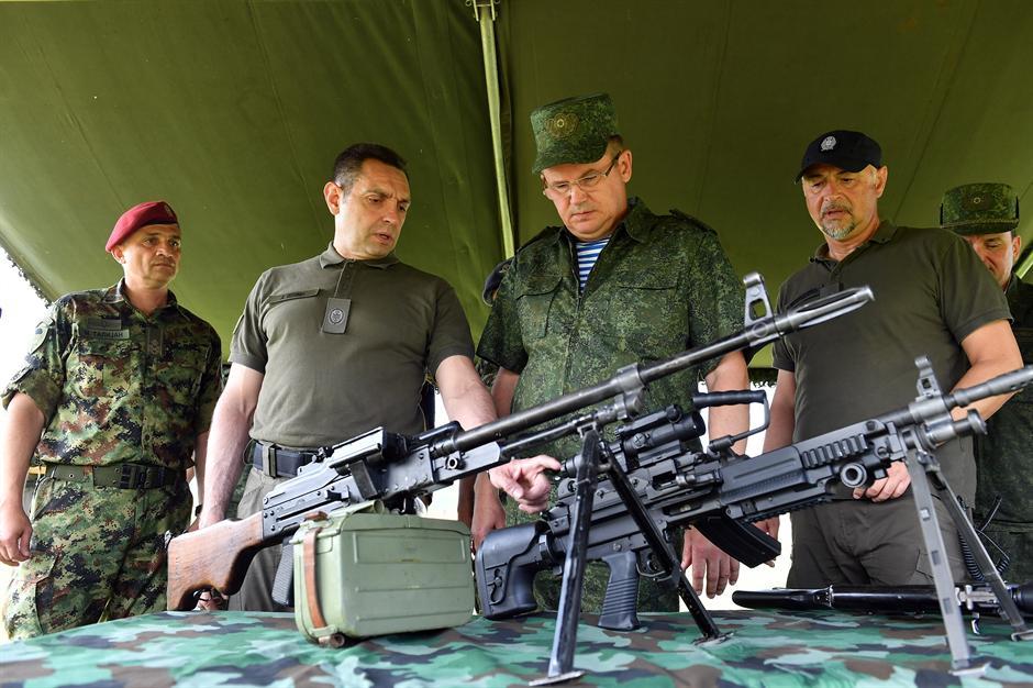 Vulin: Ceo svet naoružava Prištinu