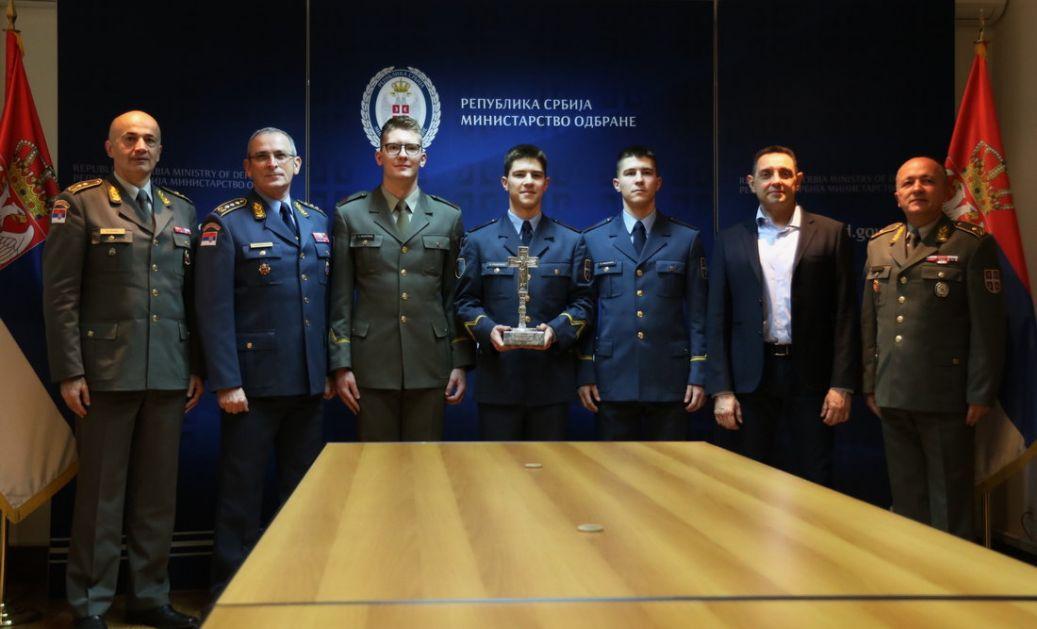 Vulin: Kompliment državi i Vojsci Srbije je da tri brata postanu oficiri