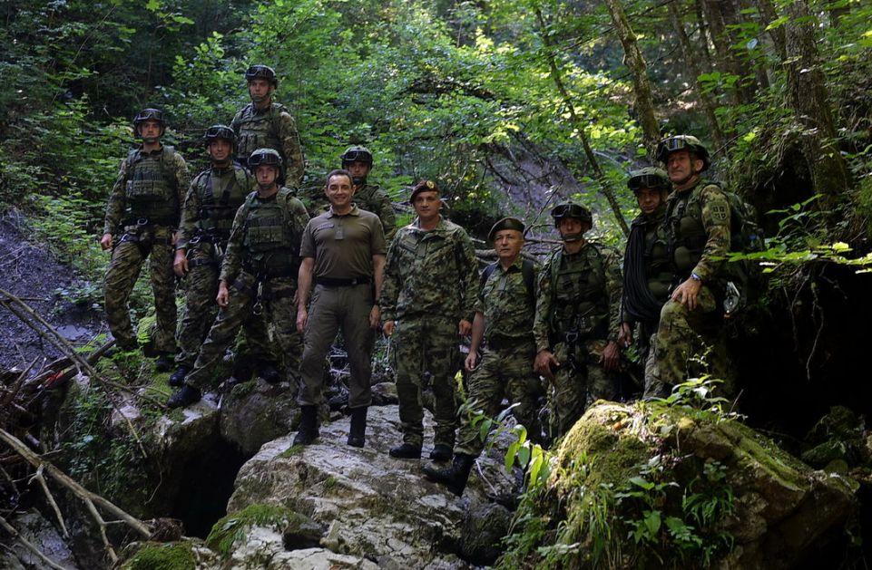 Vulin obišao pripadnike 72. brigade za specijalne operacije