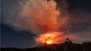 Vulkan Etna: Fotografije erupcije vulkana osvetlile su noćno nebo iznad Sicilije