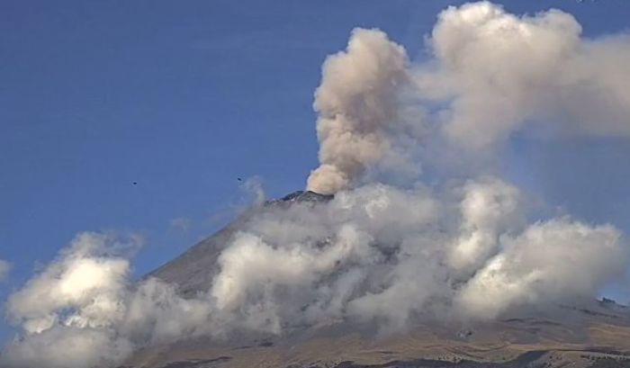 Vulkan Popokatepetl baca pepeo na periferiju prestonice Meksika