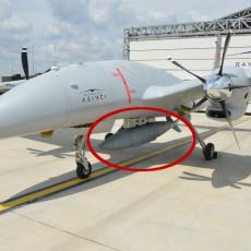 ZA KOGA SU TURCI SPREMILI DEBELJKA? Barjaktar uslikan sa ogromnom bombom, deluje zastrašujuće (FOTO)