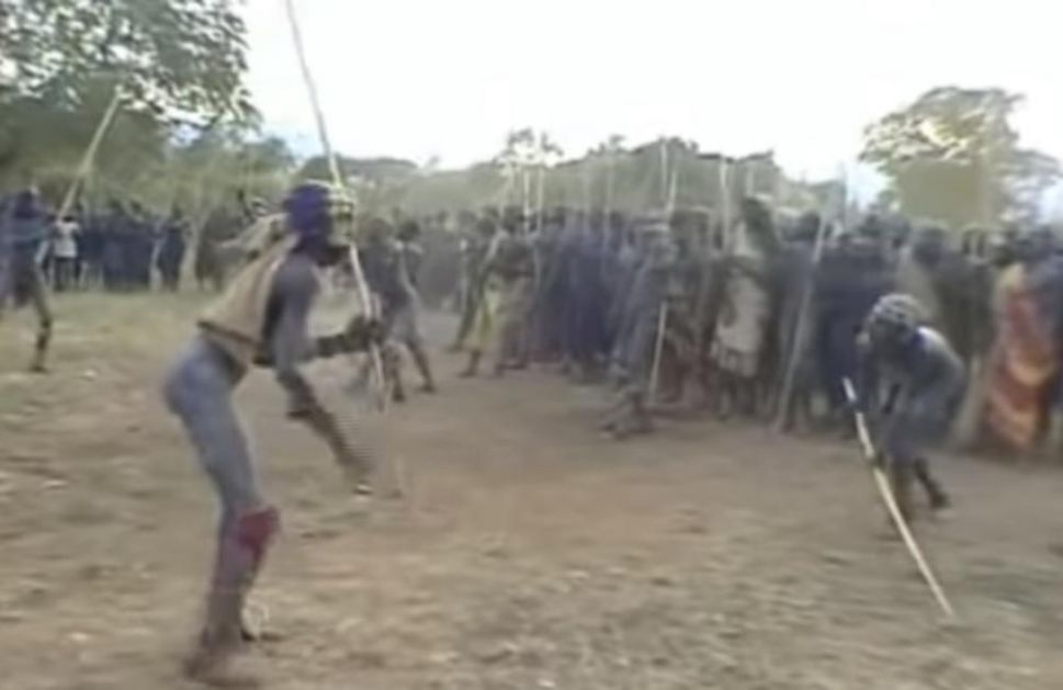 ZA MLADU SE BORE DO SMRTI: Surovi ritual etiopskog plemena koji vlada nije uspela da ukine (VIDEO)