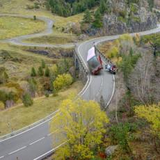 ZABIO SE U AUTOBUS PUN DECE PA POKUŠAO DA POBEGNE: Zastrašujuća saobraćajka u Hrvatskoj, ima povređenih