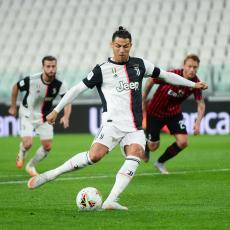 Ronaldo promašio prvi penal posle korone, Juventus u finalu Kupa Italije (VIDEO)