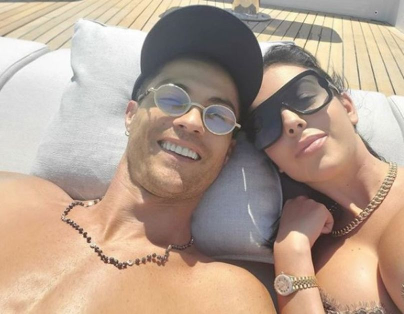 ZAGRLJENI, ZNOJAVI I NASMEJANI: Kristijano Ronaldo i njegova Georgina Rodrigez u elementu, a komentar provokativan, POSAO ODRAĐEN!