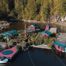ZALIV SLOBODE: Par izgradio plutajuće ostrvo od RECIKLIRANOG MATERIJALA