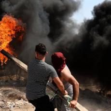 ZAPADNA OBALA U PLAMENU: Oko 250 Palestinaca povređeno u velikim okršajima sa policijom (FOTO)