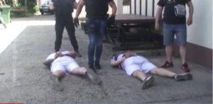 """ZAPALIO """"MERCEDES"""", POŽAR SE PROŠIRIO Uhapšen osumnjičeni za podmetanje požara u Nišu, a u njegovom stanu pronađen MUŠKARAC SA 7 POTERNICA"""