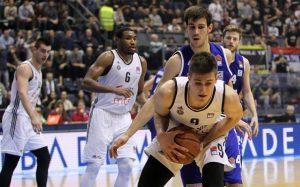 ZAR JE TOLIKO LOŠ?: Trener doneo šokantnu odluku, bivši košarkaš Partizana 'izbačen' iz ekipe!
