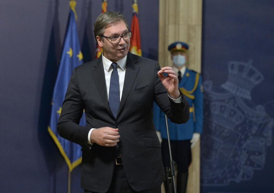 ZASIJALE MEDALJE DANAS U PREDSEDNIŠTVU: Predsednik Vučić uručio priznanja zaslužnim pojedincima i institucijama (FOTO)