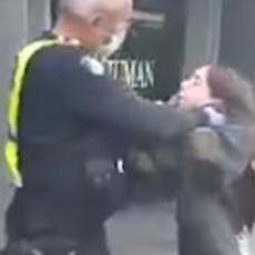 ZASTRAŠUJUĆE SCENE! POLICAJAC DAVIO DEVOJKU JER NIJE NOSILA MASKU: Oni bi trebalo da nas štite (VIDEO)