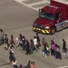 ZASTRAŠUJUĆI snimak MASAKRA iz škole na Floridi: Čuju se KRICI dece, a onda jeziva pucnjava (UZNEMIRUJUĆI VIDEO)