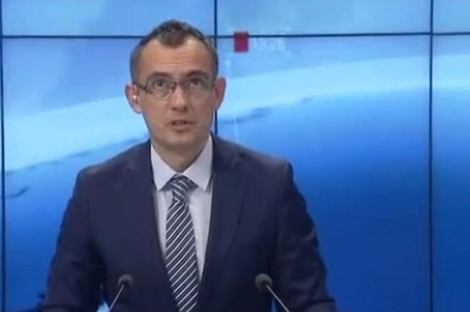 TV STUDIO SE ZATRESAO UŽIVO U PROGRAMU: Voditelj gledao sve vreme u tavanicu, kamere snimile strašan trenutak!(VIDEO)