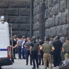 ZAVRŠENA DRAMA U KIJEVU: Policija uhapsila Vladimira, pretio da živ neće izaći iz zgrade vlade (VIDEO)