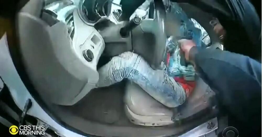 ZBOG OVOG UBISTVA U SAD TRAJU PROTESTI VEČ TRI NOĆI: Svi se pitaju kako je policajka mogla da pomeša šoker i pištolj! VIDEO