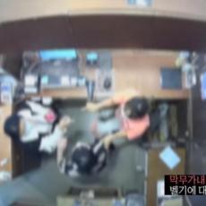 ŽENA BELGIJSKOG AMBASADORA IŠAMARALA PRODAVCA: Optužili je za krađu, diplomata uputio izvinjenje (VIDEO)
