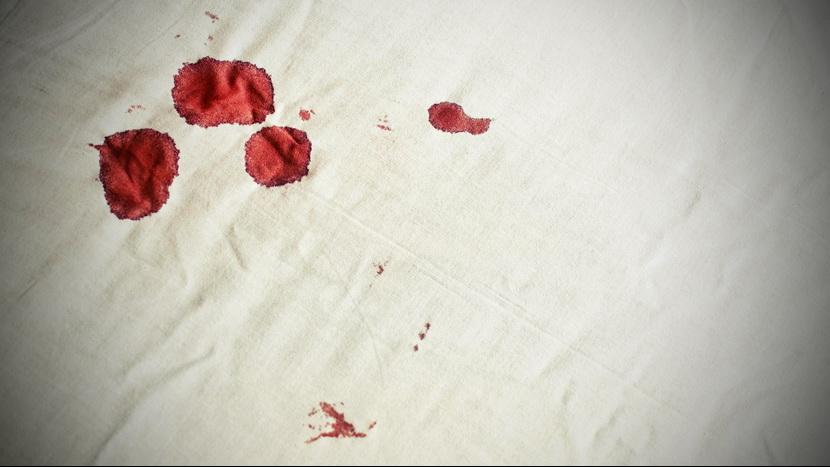 ŽENA NAPALA MUŠKARCE: Koliko je skupa ta posetljina kada nećete seks sa ženom koja ima menstruaciju?
