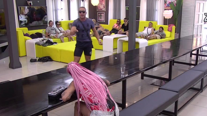 ŽESTOKA RASPRAVA! Jelena Krunić izvređala Nikolu, isprozivala ga za obrazovanje, a on joj je OVAKO ODGOVORIO! (VIDEO)