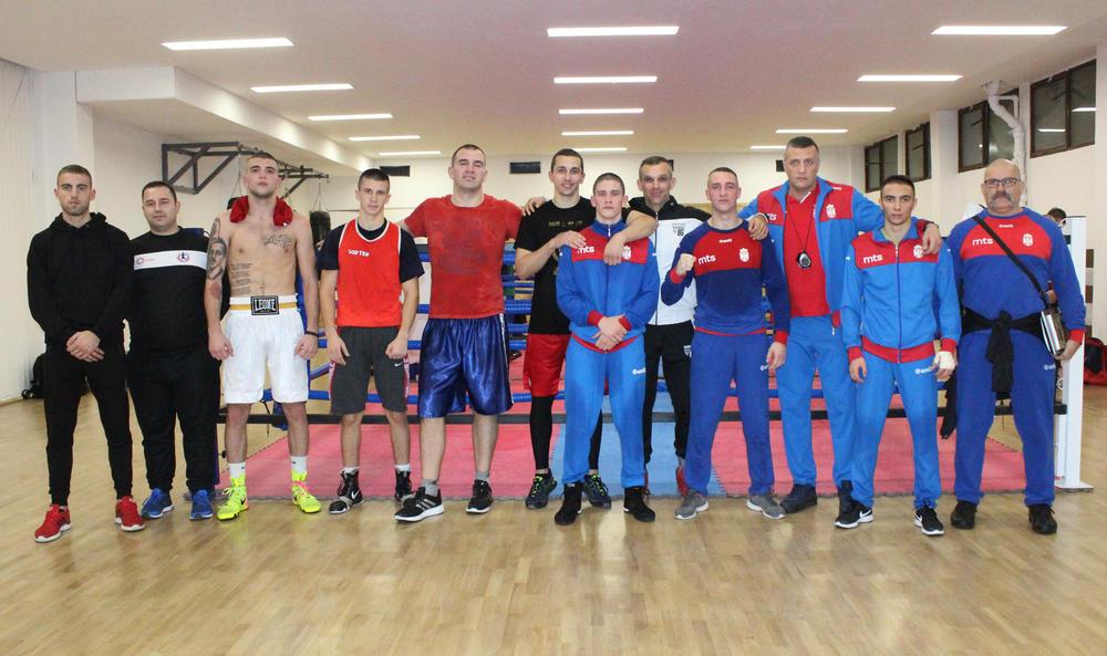 ZLATNA RUKAVICA U ČAIRU: Sve spremno za bokserski spektakl na jugu Srbije