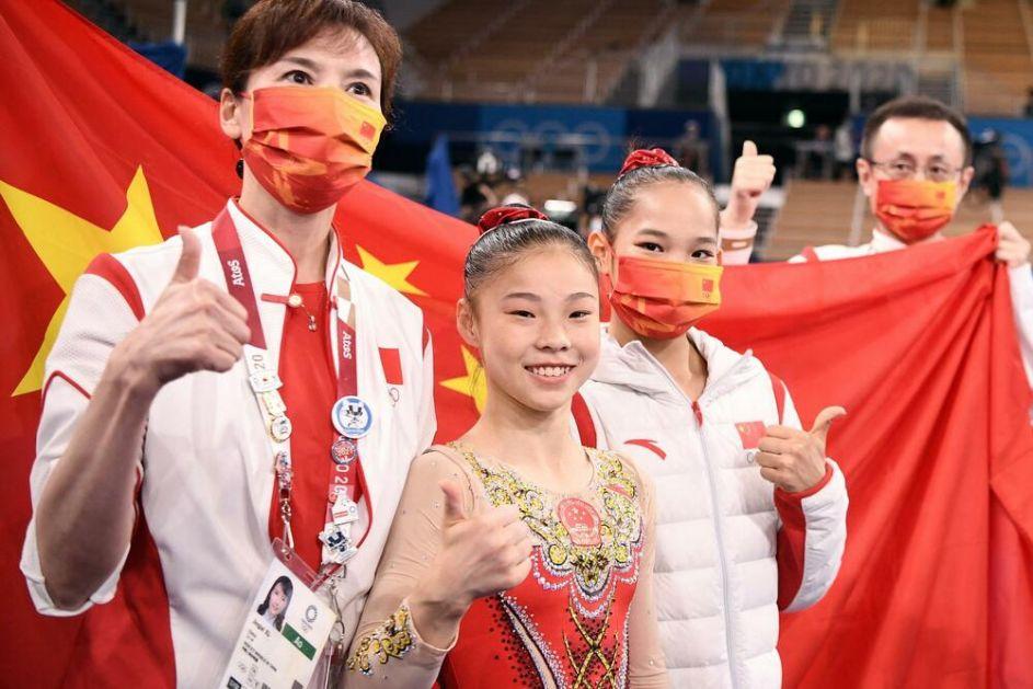 ZLATO ZA DEVOJČICU! Čenčen Huan (16) olimpijska šampionka na gredi! Simon Bajls osvojila bronzu