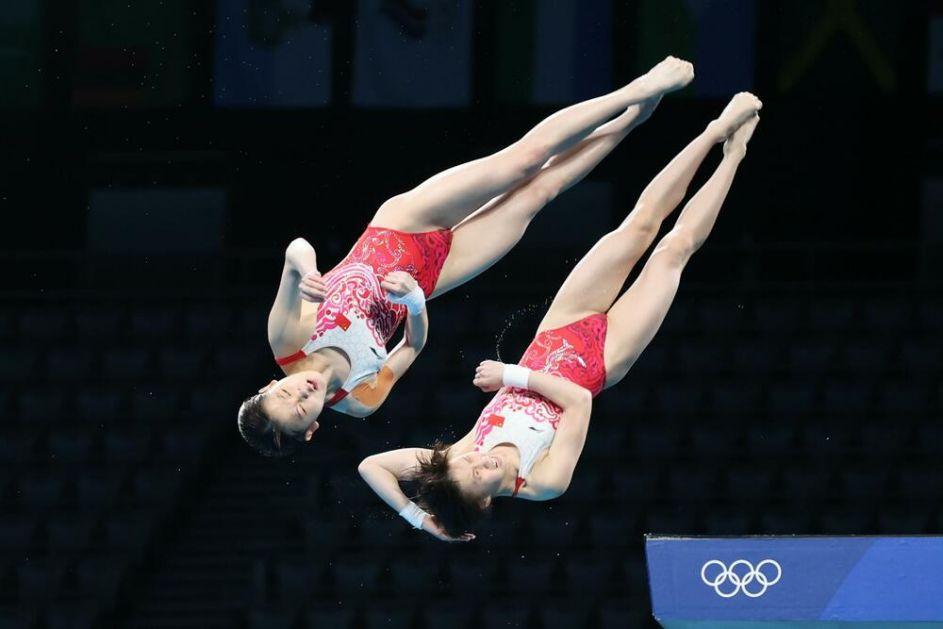 ZLATO ZA KINU: Pobeda Kineskinja u sinhronizovanim skokovima u vodu sa 10 metara
