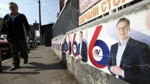 Za cepanje plakata sa Vučićevim likom kazna 10.000