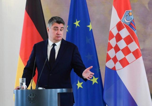 Postoje borbene žene i one koje glumataju: Hrvatski predsednik sa novom bizarnom izjavom