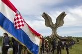 Za hrvatsku Vikipediju Jasenovac je  sabirni logor