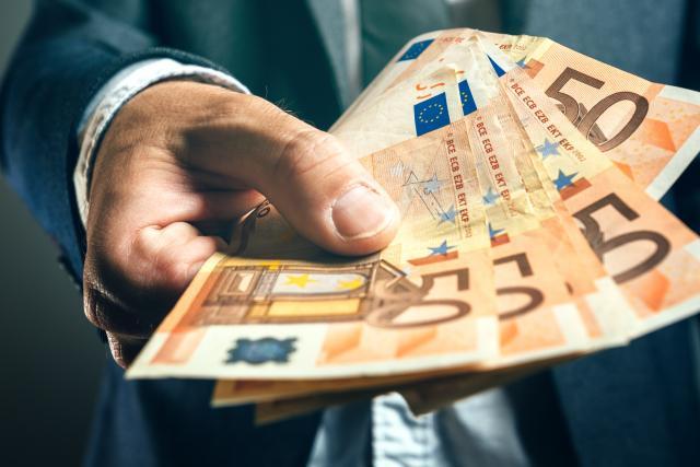 Za logo ministarstva dali pola miliona EUR