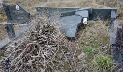 Zadušnice u Južnoj Mitrovici: Većina spomenika porušena i oskrnavljena