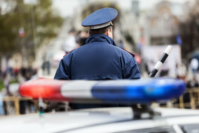 Zagreb: Policija zbog kršenja mera upala na žurku pa pronašli i drogu