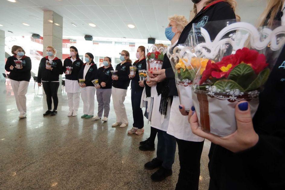Zahvalnost zdravstvenim radnicama na posvećenosti u borbi protiv korona virusa