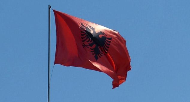 Zamenik predsednika opštine Bujanovac snimao se dok je zastavu Srbije menjao albanskom (VIDEO)