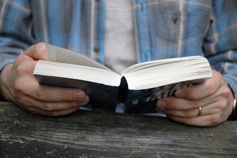 Zamenite televiziju knjigom - razvićete maštu i izbeći stres na najbolji način