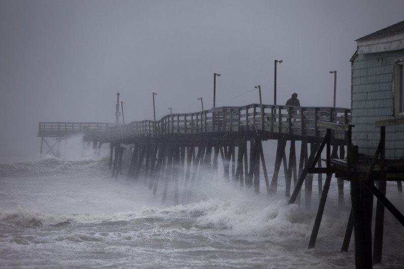 Zapad Indije na udaru razorne oluje