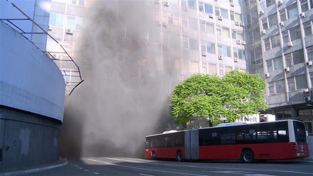 Zapalio se autobus u Terazijskom tunelu, nema povređenih