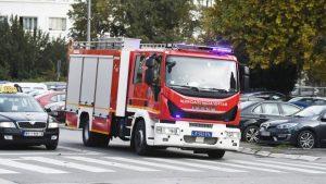 Zapalio se pomoćni objekat u niškom naselju Panteleju, vatrogasci na terenu
