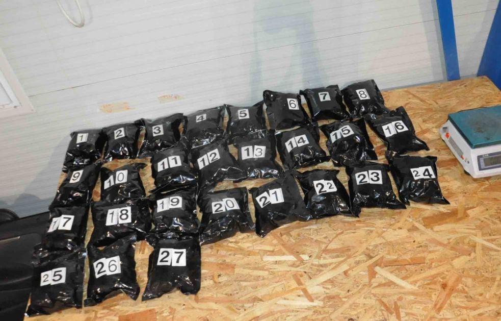 Kamiondžija iz Iriga uhapšen zbog krijumčarenja sedam džakova marihuane
