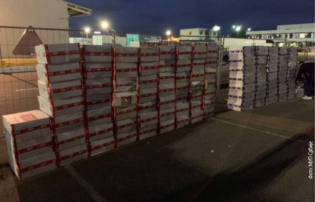 Zaplijenjeno skoro 96.000 paklica cigareta, uhapšene dva Pazarca