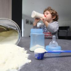 Zaraženo mleko za bebe, sve povučeno sa rafova