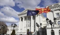 Zastava NATO se zavijorila isped makedonske vlade (VIDEO)