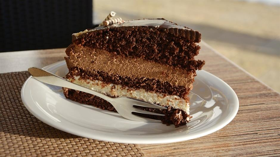 Zašto nakon obilnog obroka uvek imamo mesta i za desert?