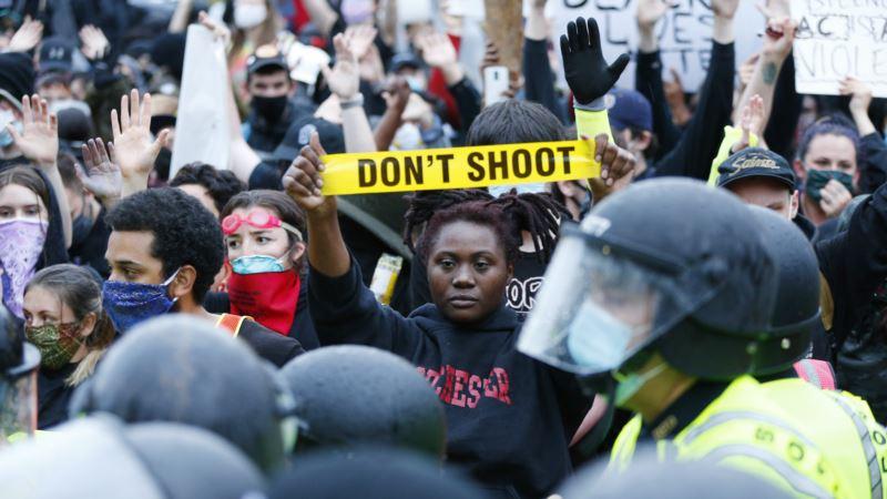 Zašto pozivi za smanjenje finansiranja policije izazivaju raspravu u SAD?