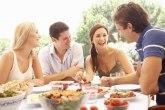 Zbog čega u društvu jedemo skoro dvaput više nego kad smo sami?