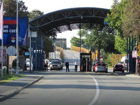 Zbog prisustva KANCEROGENE supstance: Slatkiši iz Bosne PONOVO vraćeni s hrvatske granice