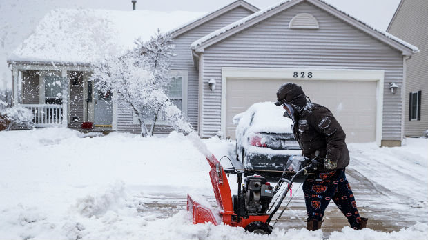 Zbog snežne oluje otkazane stotine letova na američkom Srednjem zapadu
