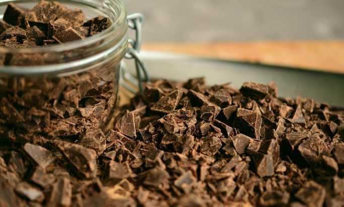 Zdravija je od mlečne, ali... Kada je crna čokolada štetna?